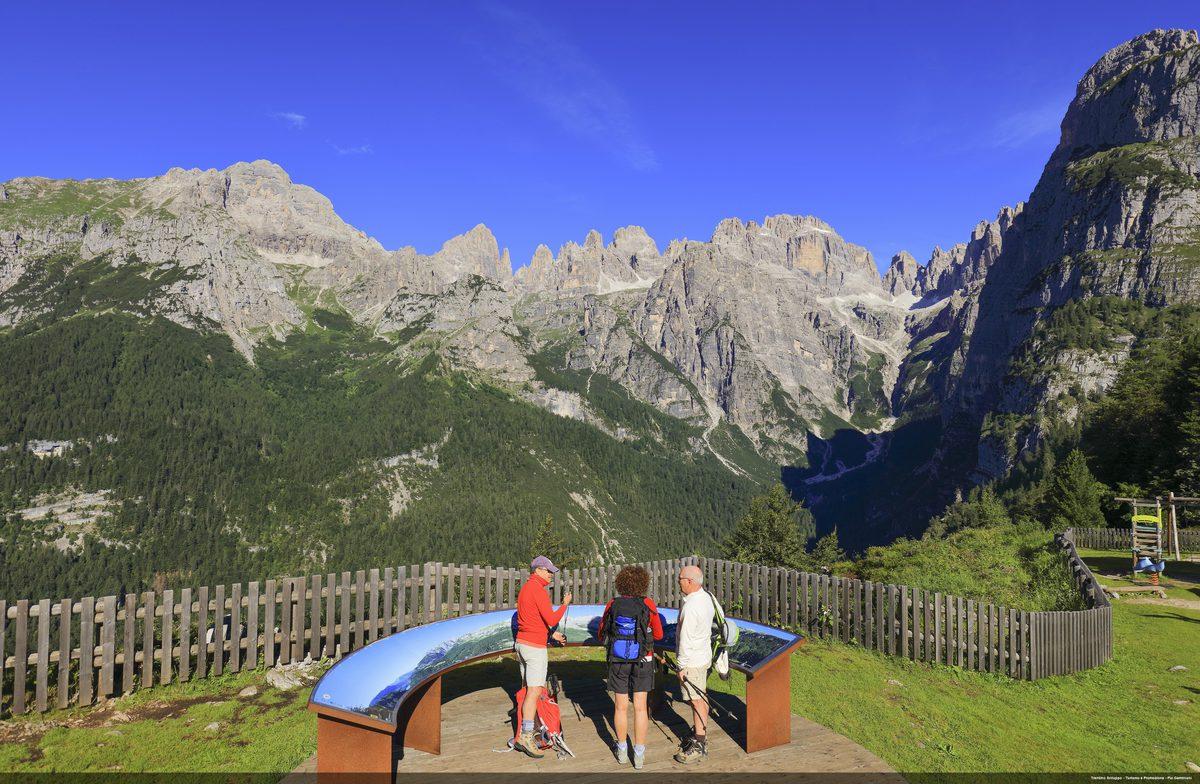 Accogliere, ascoltare, informareOrganizzare i punti di accoglienza turistici per la prossima stagione